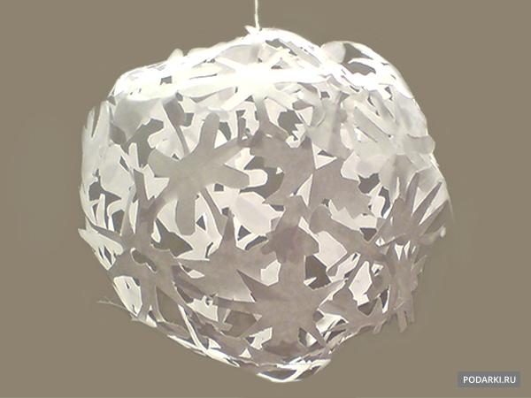 «Кружевной» шар изснежинок наелку