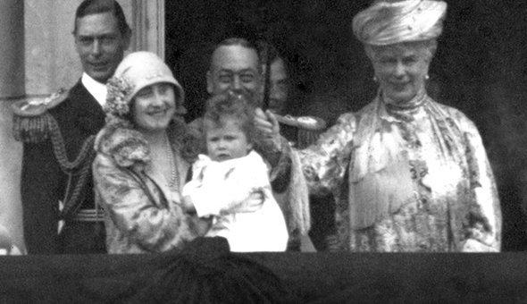 Как в британской королевской семье отмечают рождение детей история,мир,факты