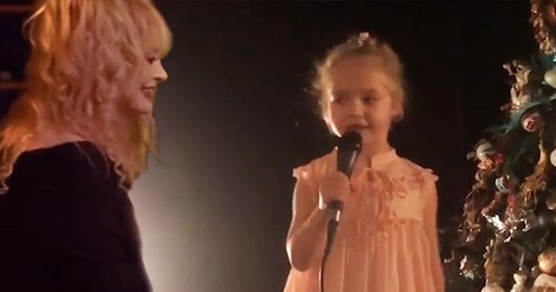 """6-летняя Лиза Галкина спела мамину песню """" Миллион алых роз"""""""