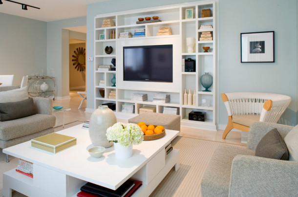 Как оформить стену с телевизором на кухне
