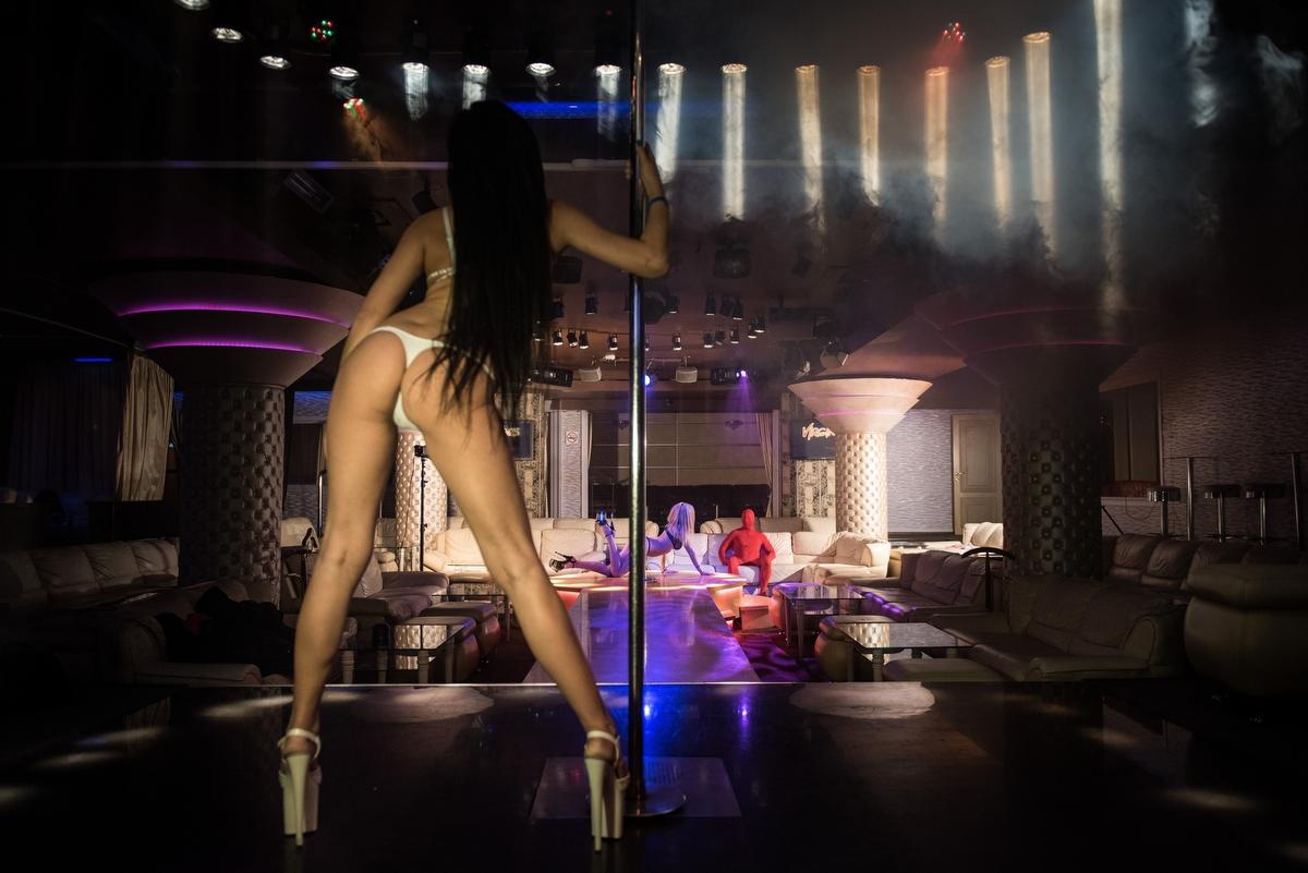 нашу комнату видео ролик девушка танцует стрип клубе многие