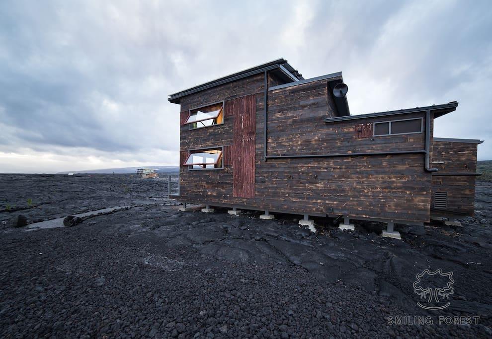 ФОТО. Необычный домик на Гавайях, построенный на крупнейшем в мире действующем вулкане гавайи