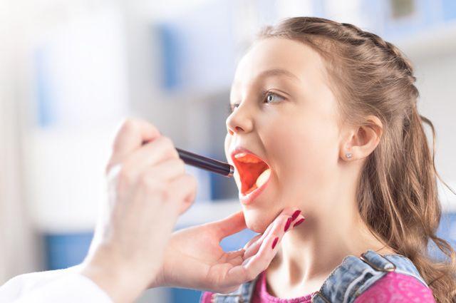 Кинжал в горле. Чем опасна ангина у ребёнка
