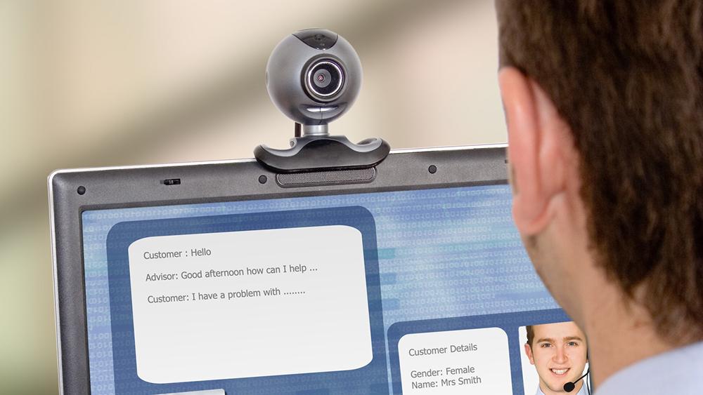 17 процентов россиян признались, что заклеивают веб-камеру изолентой