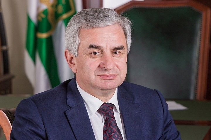 Президент Абхазии выразил соболезнования семье погибшего в аварии Геннадия Гагулии