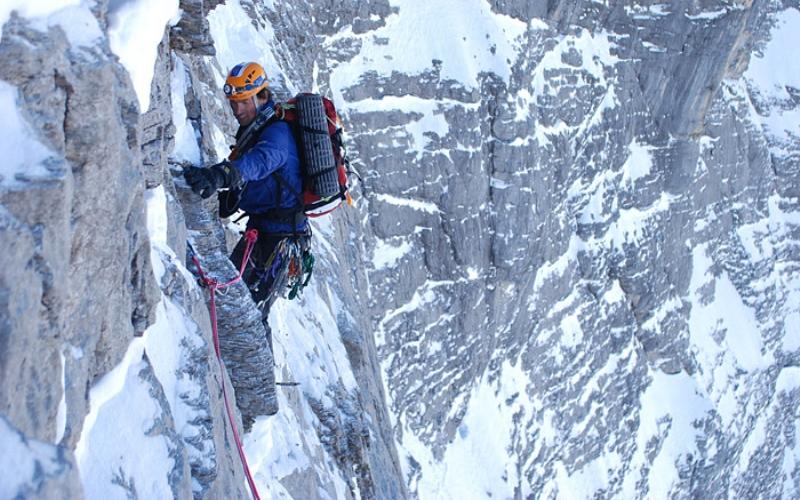 Эйгар Месторасположение: Швейцария, Альпы Высота: 3970 м Эйгар считается одним из самых смертоносных пиков мира, несмотря на его незначительную высоту. Часто его еще называют «Людоедом». Большими проблемами для скалолазов оборачивается невероятно большой перепад высот и постоянно меняющаяся погода. За полтора века восхождений вершина унесла жизни 65 человек.