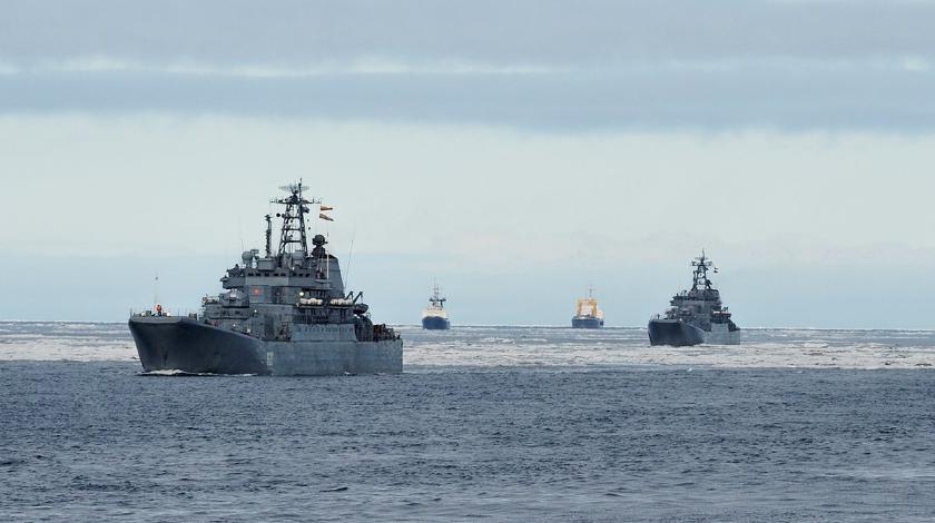 Военные корабли Украины сблизились в Крымом