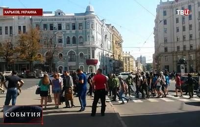Сотни активистов в камуфляже штурмовали горсовет Харькова