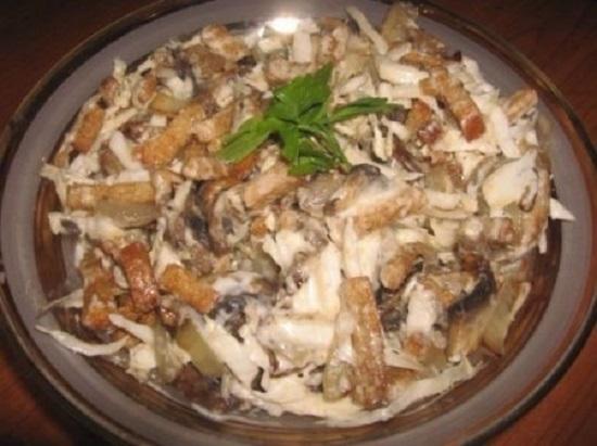 Салат «Улетный» с грибами. Успей попробовать за гостями!