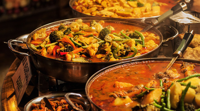 Можно просто отказаться от перца чили, и индийская еда не прожжет дырку в животе. /Фото: jagruk.in