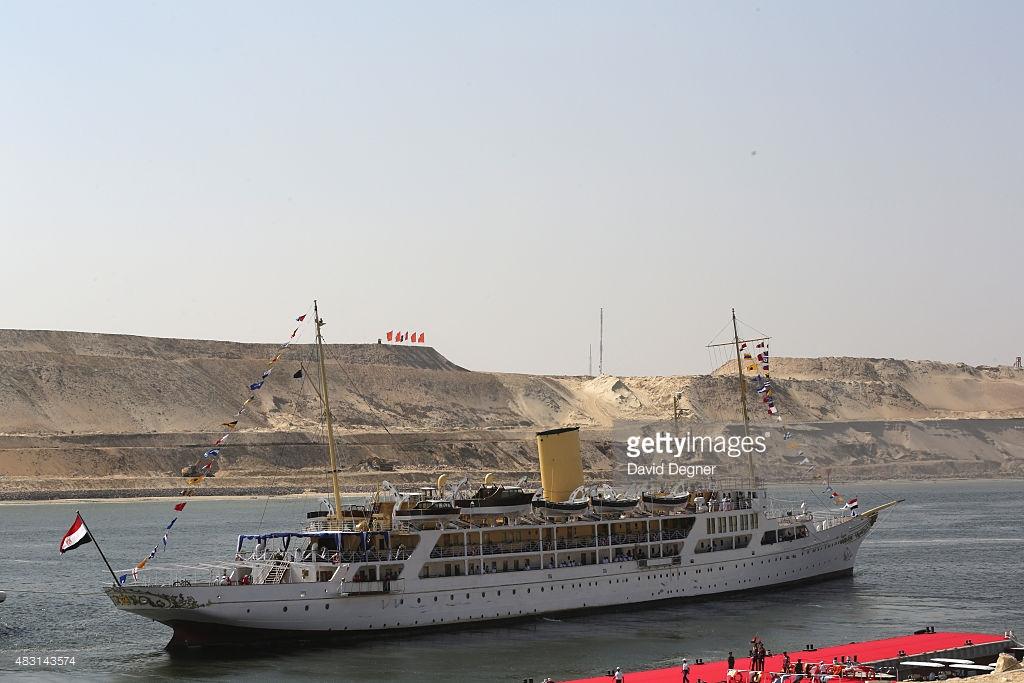 Яхта Mahroussa возглавила церемонию открытия расширенного Суэцкого канала