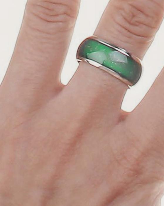 Кольцо, которое меняет цвет.