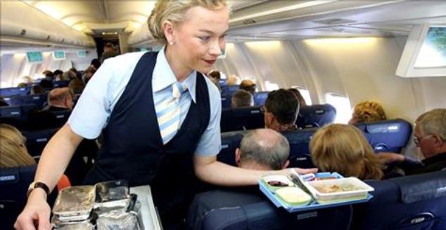 Пассажир самолёта в грубой ф…
