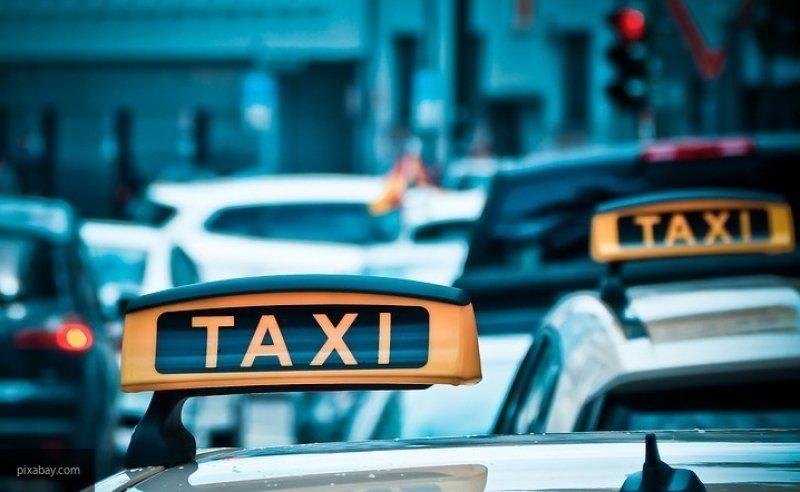 В Новосибирске пассажир задушил таксиста и угнал его авто