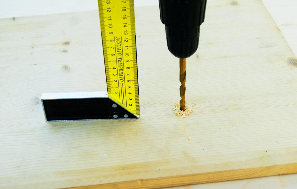 Новый интересный способ, как сверлить под прямым углом обычной дрелью!