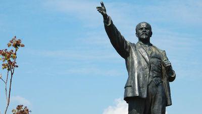 В Томской области мужчина повредил памятник Ленину во время «пьяного» селфи
