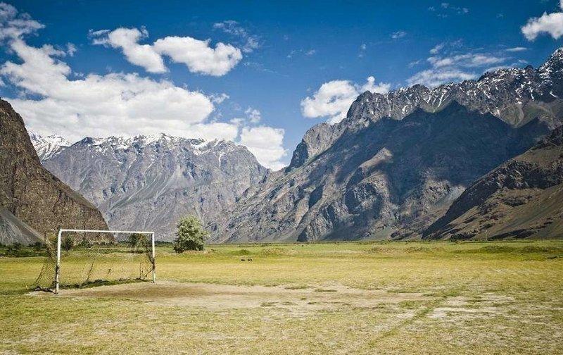 Самые невероятные футбольные поля мира интересно, любители футбола, невероятно, познавательно, путешествия, футбол, футбол повсюду, футбольные поля