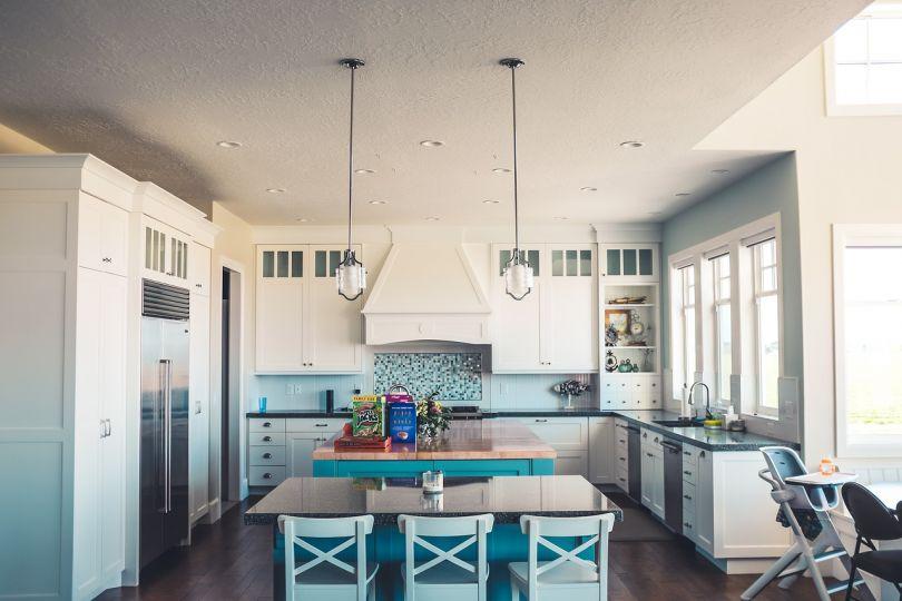 бирюзовый цвет в интерьере кухни