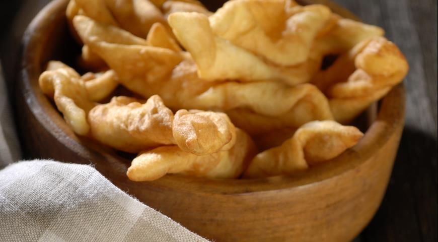 Готовим хворост из картофеля