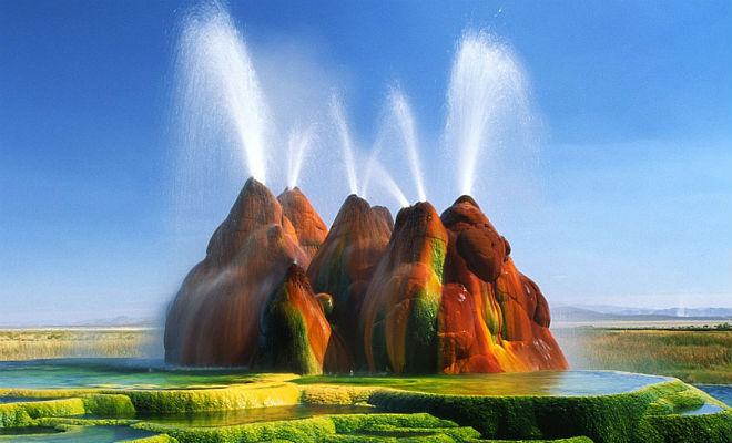 Фермер бурил скважину для воды и случайно создал оазис с другой планеты