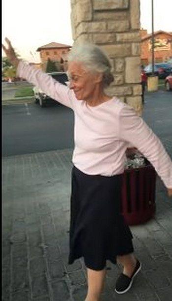 Внучка поспорила с 70-летней…