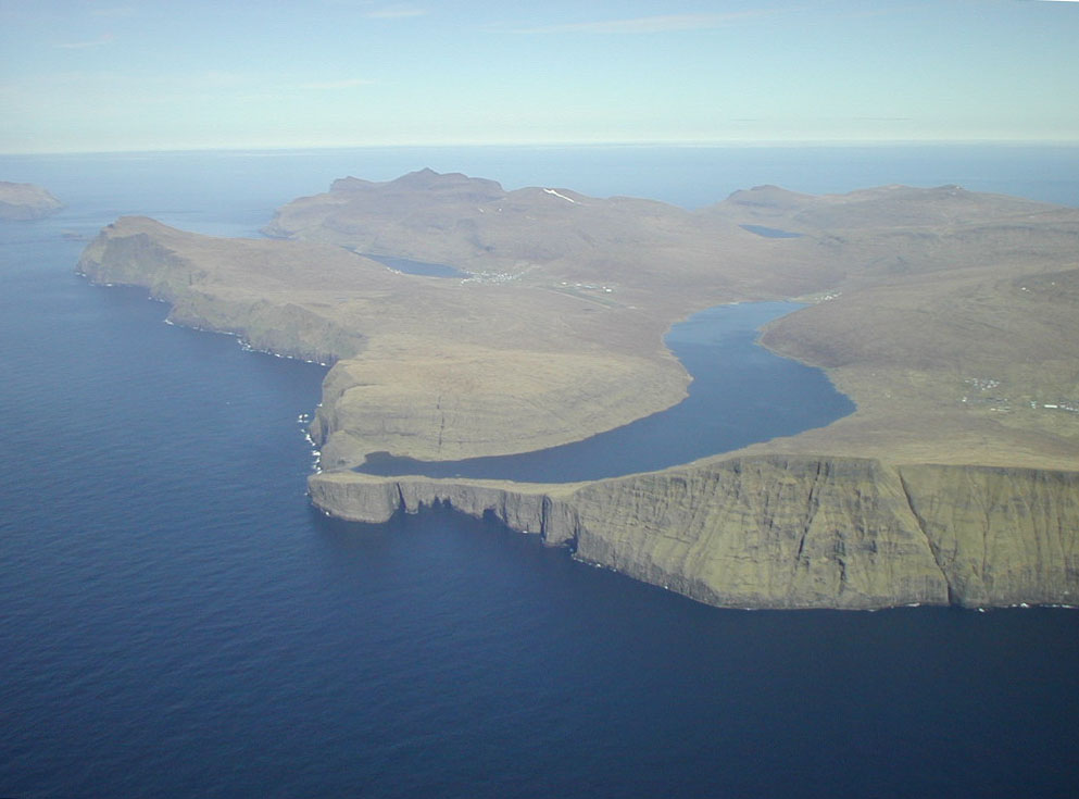 Сорвагсватн - озеро на краю пропасти