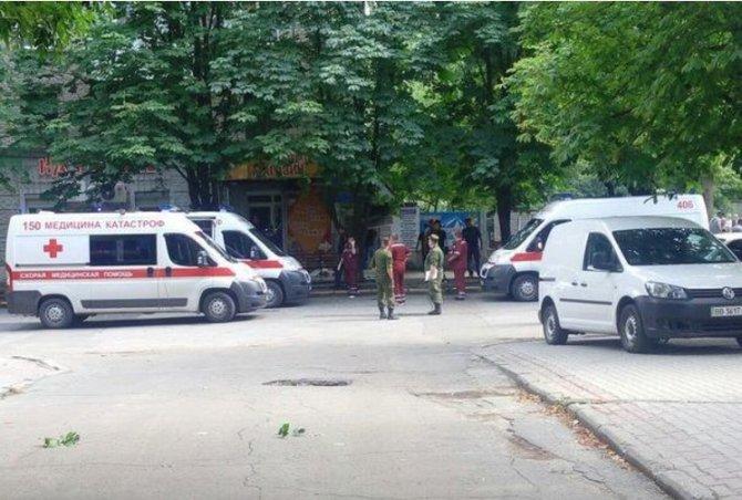 За взрывами в Луганске стоит…