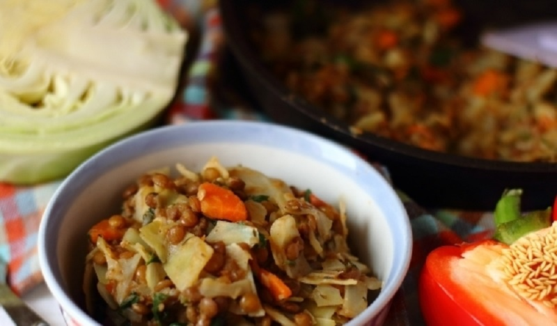 Тушеная капуста с чечевицей: диетическое блюдо на обед или ужин