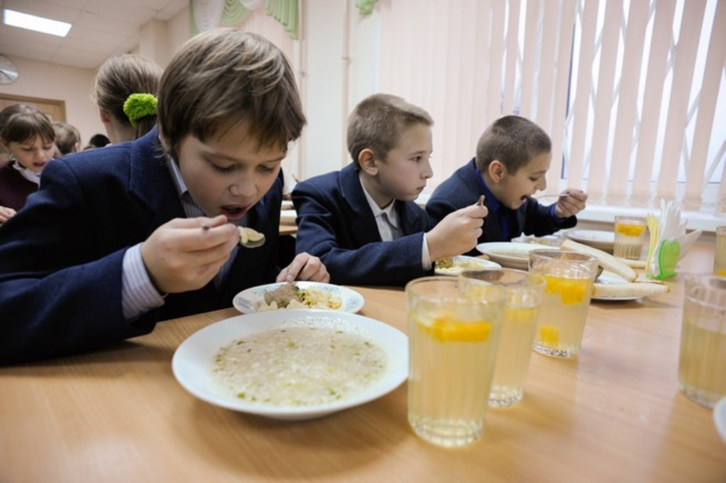 Хорошо придумали: в Югре чиновников будут кормить теми же обедами, что и школьников