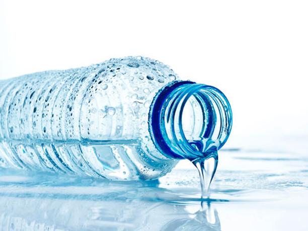 Пить нужно не много, а правильно: как работает минеральная вода