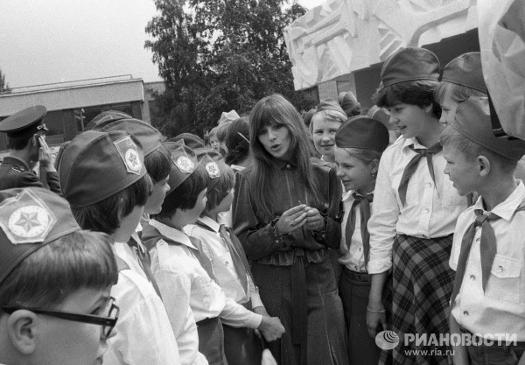 Наталья Варлей во время встречи с пионерами. 1984 год.