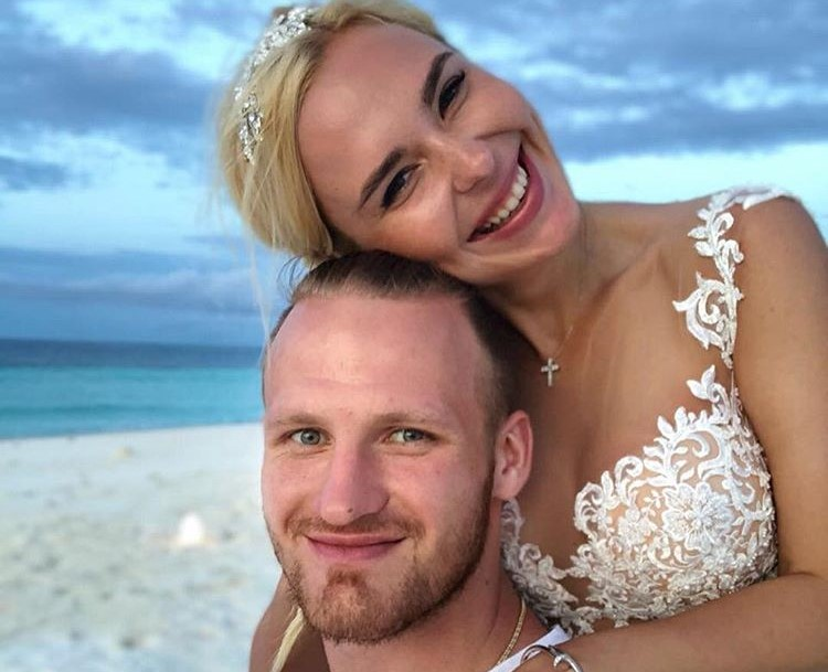 В Сети появился нежный свадебный снимок Пелагеи и Ивана Телегина