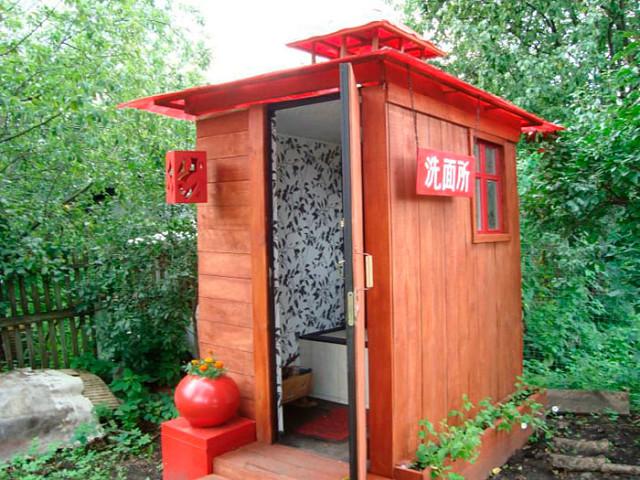Туалет на даче может быть таким....