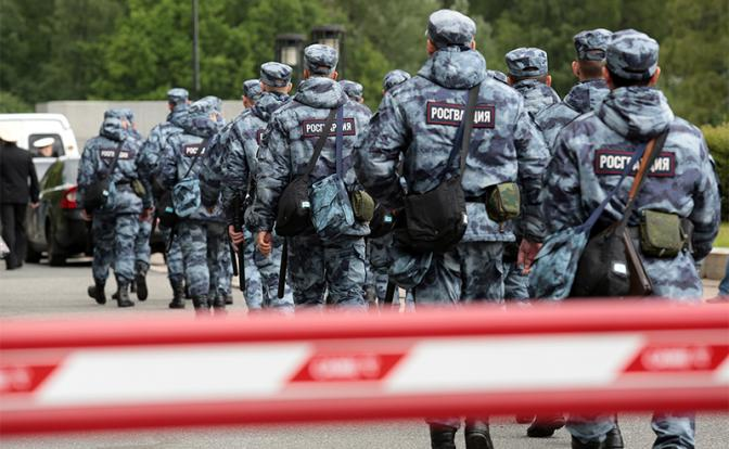 В борьбе с протестами Росгвардии приказали взяться за стволы