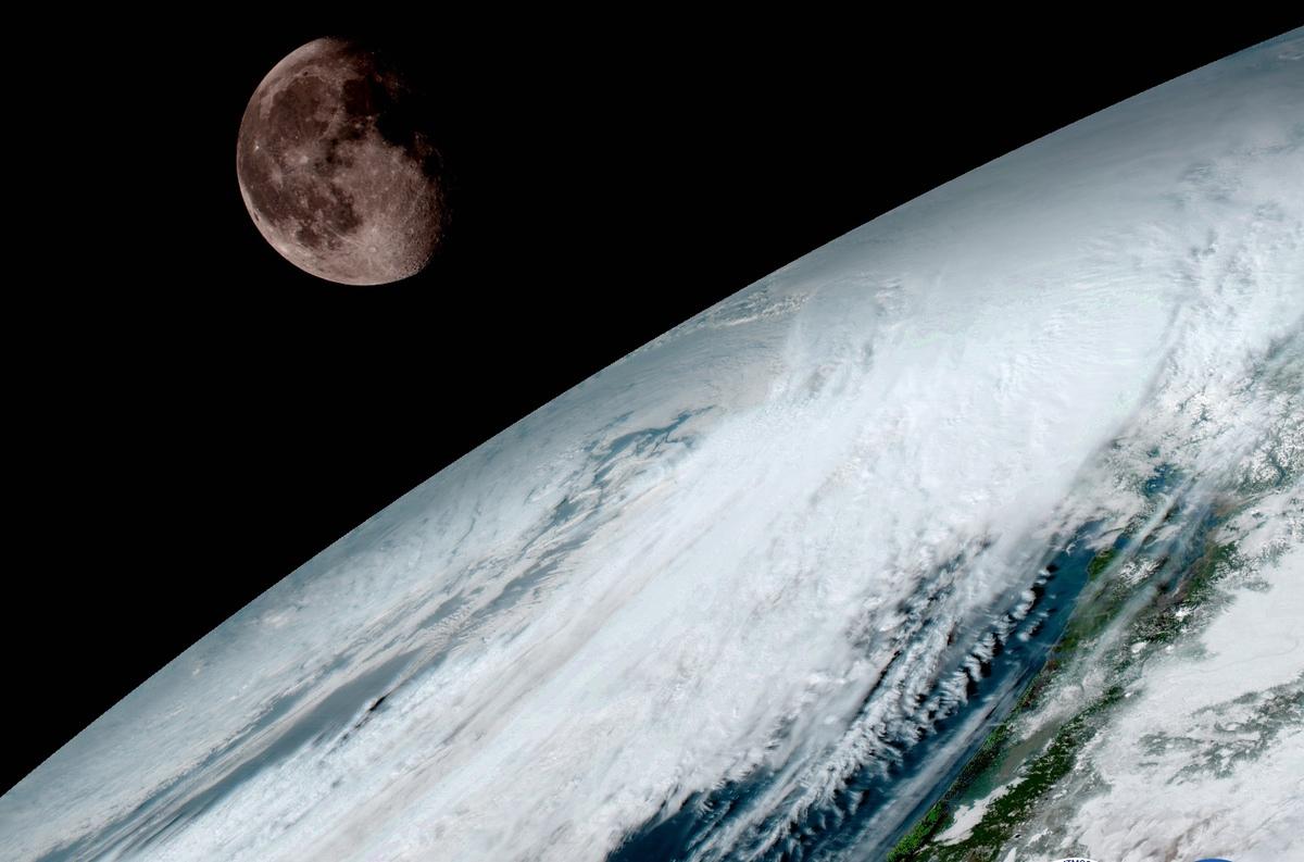 Адепт теории плоской Земли проиграл пилоту 100 тысяч долларов
