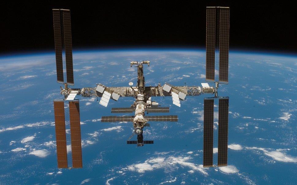 США и Россия не могут договориться даже о том, что делать с мочой астронавтов