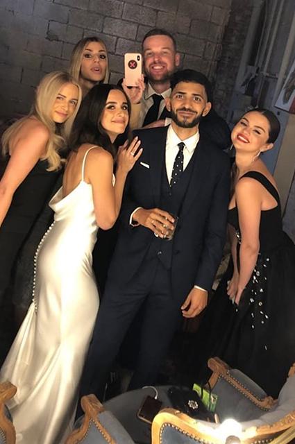 Селена Гомес повеселилась на свадьбе лучшей подруги Новости