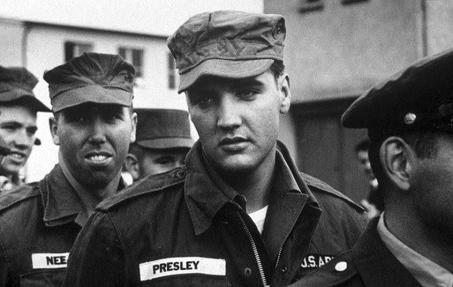 Элвис Пресли во время его службы в армии США, 1958 год