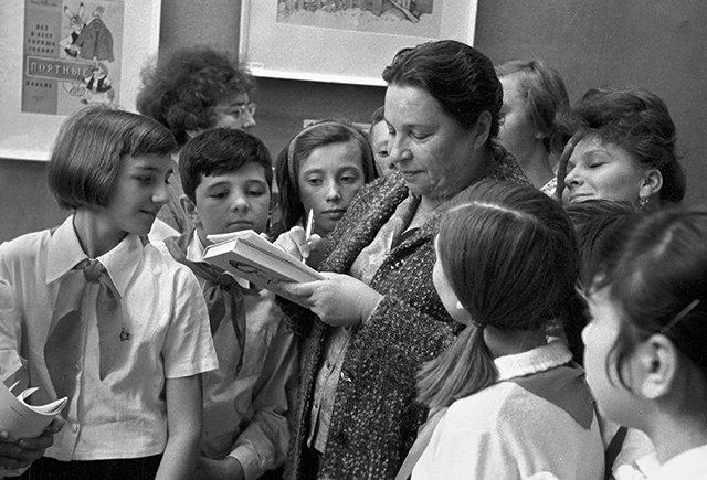 Вундеркинд изЯлты: как мать ибабушка разрушили детство Ники Турбиной— самой юной поэтессы СССР после, Турбиной, стихи, бабушка, много, чтобы, которые, Карпова, когда, больше, Турбина, детство, Ратнер, Евтушенко, стала, стихов, часто, снова, имать, вышла