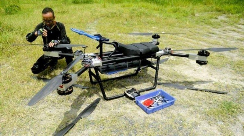 Такую картину наблюдали местные СМИ и случайные зрители, собравшиеся в Тангсья, Китай. авто, видео, дрон, мото, мотоцикл, полет, технологии, ховерборд