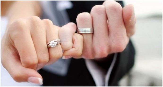 Можно ли ноÑить два обручальных кольца?