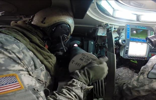 Видео: как заряжают главное орудие танка «Абрамс»