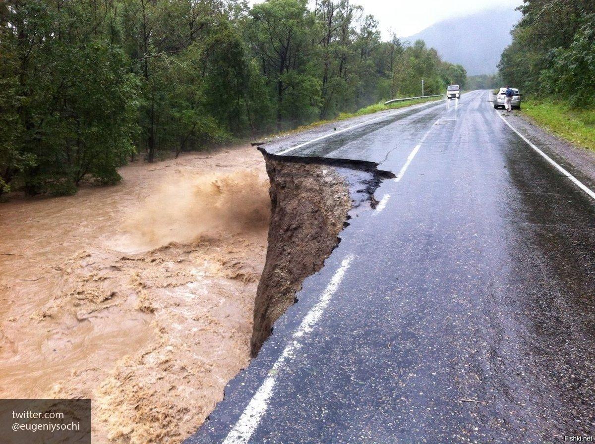 Количество пострадавших от паводков в Сочи достигло 138 человек