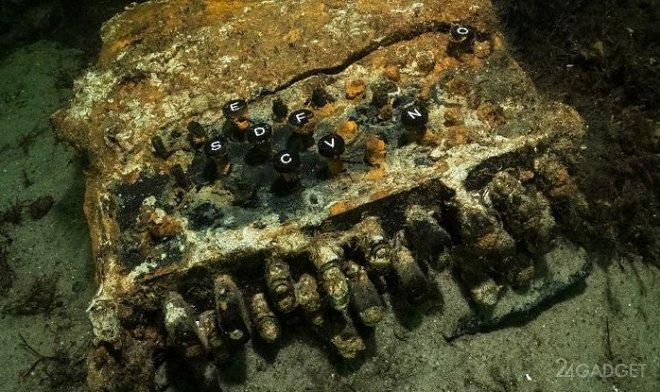 Дайверы подняли на поверхность Балтийского моря легендарную нацистскую Enigma