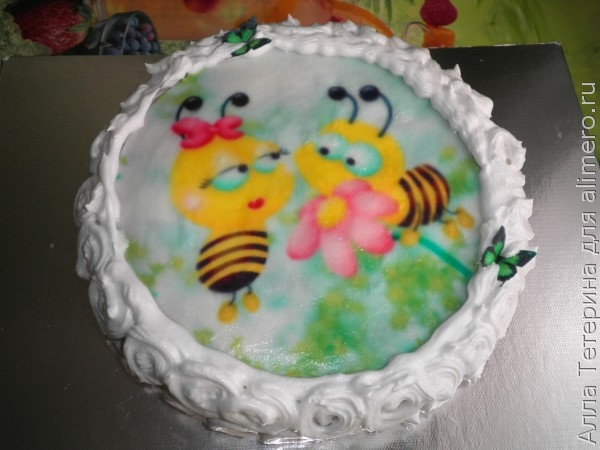 Украшение торта с вафельной картинкой и фруктами