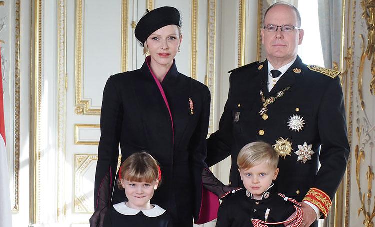 Княгиня Шарлен поделилась новыми портретами князя Альбера II и детей Монархи,Новости монархов