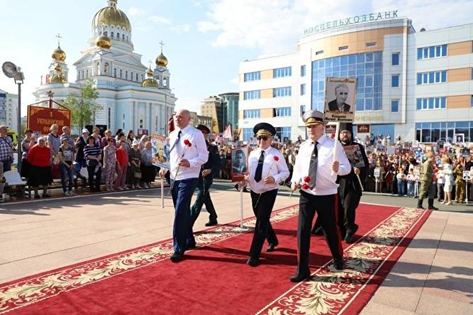 В Мордовии силовики пронесли в «Бессмертном полку» фото одного ветерана с разными именами общество, россияне
