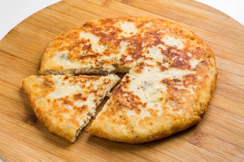 Сырная лепешка — вкусное дополнением к обеду