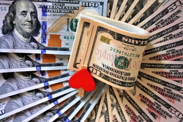 В какие дни можно брать кредит и деньги в долг, а в какие нельзя