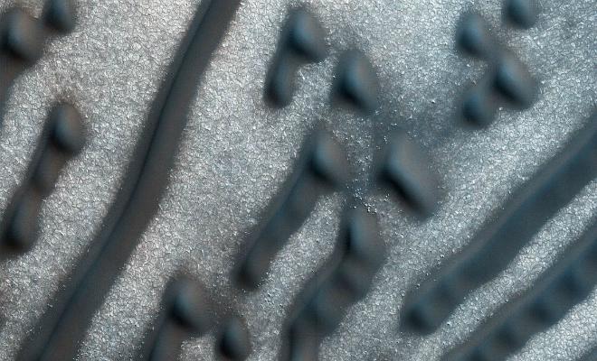 Скалы-сферы и пылевые вихри. 5 явлений, замеченных на Марсе, которые науке только предстоит объяснить Культура